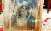 Bức ảnh chân dung cùng nhiều di vật của 13 liệt sĩ dưới hố chôn tập thể ở Đồng Nai