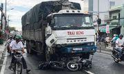 Xe tải tông hàng loạt xe máy, 11 người bị thương