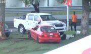 Video: Ôtô xé đôi, người phụ nữ bị hất văng khỏi xe sau tai nạn kinh hoàng