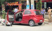 Mở cửa ô tô bất cẩn gây tai nạn, nữ sinh bất tỉnh tại chỗ