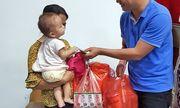 Hàng trăm phần quà hỗ trợ người nhà bệnh nhân sau cháy lớn ở Đê La Thành