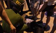 Video: Nữ chủ tiệm vàng ở Sơn La giằng co quyết liệt với cướp