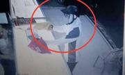 Video: Nghi phạm dùng súng cướp tiệm vàng ở Nam Định
