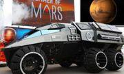 Video: Bất ngờ xe thám hiểm sao Hỏa xuất hiện trên phố