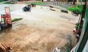 Video: 2 xe máy đối đầu kinh hoàng, 6 thanh niên văng la liệt dưới đường
