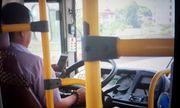 Video: Tài xế xe buýt vừa lái xe vừa dùng điện thoại khiến hành khách lo sợ