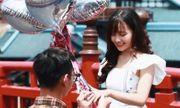 Các cô gái đang phát hờn với màn tỏ tình siêu ngọt ngào tại Cầu Koi