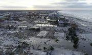 Siêu bão Michael hoành hành tại Mỹ: 16 người chết, ôtô và mảnh vỡ trôi nổi trong nước lũ