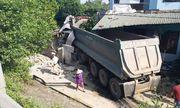 Nghệ An: Xe đầu kéo mất lái lao vào nhà dân, chủ nhà trọng thương nhập viện cấp cứu