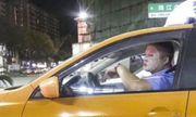 Nam giới Trung Quốc chú trọng làm đẹp: Tài xế taxi bị cảnh cáo vì đắp mặt nạ khi lái xe