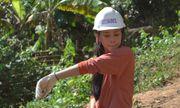 Hoa hậu Tiểu Vy đẩy xe đất, chung tay đào giếng thực hiện dự án nhân ái