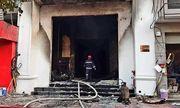 TPHCM: Quán bar bốc cháy dữ dội trong đêm, người dân hoảng loạn