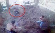 Video: Con rể cầm mác xông vào nhà rượt chém bố vợ cũ