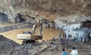 Hòa Bình: Sập lò khai thác vàng, bùn lẫn nước lấp kín khiến 2 người mắc kẹt