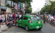Tiền Giang: Taxi tông cả loạt xe máy đứng chờ đèn đỏ