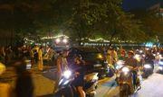 Video: Xế hộp Audi Q5 tông biến dạng Mercedes và 2 xe máy trên phố ở Hà Nội