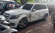 Hà Nội: Xế hộp Audi Q5 bất ngờ đâm liên hoàn 3 xe trên phố, tài xế trốn khỏi hiện trường