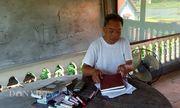 """""""Thầy giáo làng"""" 73 tuổi mở lớp dạy tiếng Anh miễn phí cho trẻ em nghèo"""