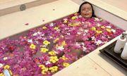 Lỡ tay, nữ hiệu trưởng ở Sài Gòn tự đăng ảnh nhạy cảm của mình lên mạng