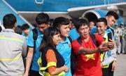 CĐV Việt Nam chào đón đội tuyển Việt Nam về nước sau chiến thắng trước Philippines