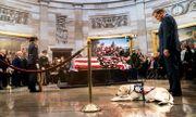 Video: Chú chó săn Sully lưu luyến tiễn đưa cố Tổng thống Bush