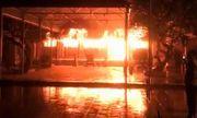 Hà Nội: Đình làng cổ cháy dữ dội, nghi do bất cẩn trong lúc thắp hương