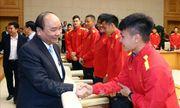Thủ tướng trao thưởng cho đội tuyển Việt Nam vô địch AFF Suzuki Cup 2018