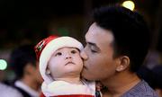 Người dân Hà Nội, Sài Gòn nô nức đổ ra đường đón Giáng sinh