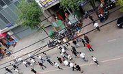 50 thanh niên hỗn chiến trên phố, người đi đường hoảng loạn tìm chỗ trốn