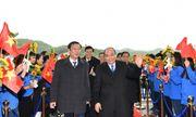 Chùm ảnh: Thủ tướng đi chuyến bay đầu tiên xuống Vân Đồn