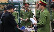 Bác sĩ Hoàng Công Lương vắng mặt, tòa hoãn xử đến ngày 14/1