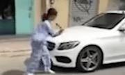 Hé lộ nguyên nhân cụ bà 67 tuổi dùng búa đập phá xe sang Mercedes-Benz 2 tỷ