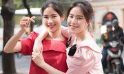 Chị em Nam Anh - Nam Em khoe nhan sắc rạng rỡ xuống phố mùa xuân