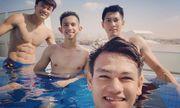 Tuyển thủ Việt Nam khoe body ở hồ bơi, Bùi Tiến Dũng thành tâm điểm