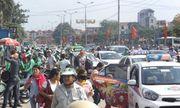 Sau nghỉ Tết, người dân ùn ùn đổ về Hà Nội, các cửa ngõ Thủ đô   kẹt cứng