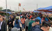 Hàng vạn du khách đổ về chợ Viềng