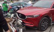 Nữ tài xế Mazda đâm hàng loạt xe máy ở Ngã Tư Sở