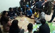 Bắt quả tang nhóm công nhân đang sát phạt nhau trên chiếu bài