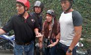 Bình Dương: Đội 'Hiệp sĩ' bắt quả tang nữ quái chuyên lừa người già bán vé số