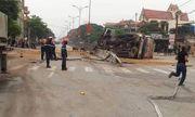 Nghệ An: Lật xe bồn, hàng ngàn lít xăng tràn lênh láng trên quốc lộ