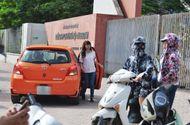 Chuyện học đường - Hà Nội: Nhiều thí sinh được đưa đón bằng xế hộp