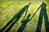 Gia đình - Hành trình tìm người cha sống trong nghĩa địa của cậu bé 16 tuổi