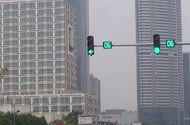 Sự kiện hàng ngày - Clip: Bức xúc vì đèn giao thông chỉ có 6 giây màu xanh