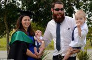 Cộng đồng mạng - Tranh cãi quanh bức ảnh nữ sinh cho con bú tại lễ tốt nghiệp