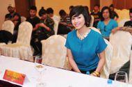Âm nhạc - Hoàng My cùng Rockstom7 mang nụ cười đến trẻ Việt
