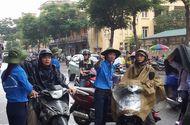 Giáo dục - Thí sinh, phụ huynh đội mưa tới điểm dự thi