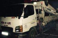 Tin trong nước - Taxi lao xuống suối làm 2 người chết, 1 người bị thương nặng