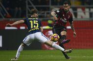 Bóng đá - Highlights: AC Milan 2 - 2 Inter Milan (Vòng 13 - Seria )