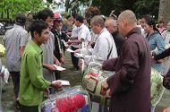Đồng hành nhà hảo tâm - Hơn 3.000 suất quà của nhà hảo tâm tiếp tục đến với người dân vùng lũ