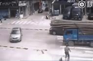 Video-Hot - Cây tre lao xuyên cửa kính, tài xế sống sót thần kỳ